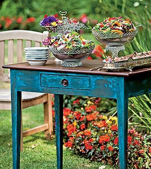 Salada de folhas precoces com manga, palmito, castanhas-do-pará e molho de mostarda (Foto:  )