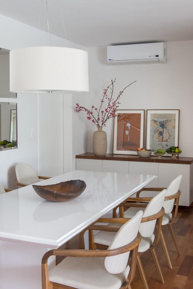 apartamento duplex; ah!sim; cores neutras; madeira; laca branca (Foto: Manu Oristânio/Editora Globo)
