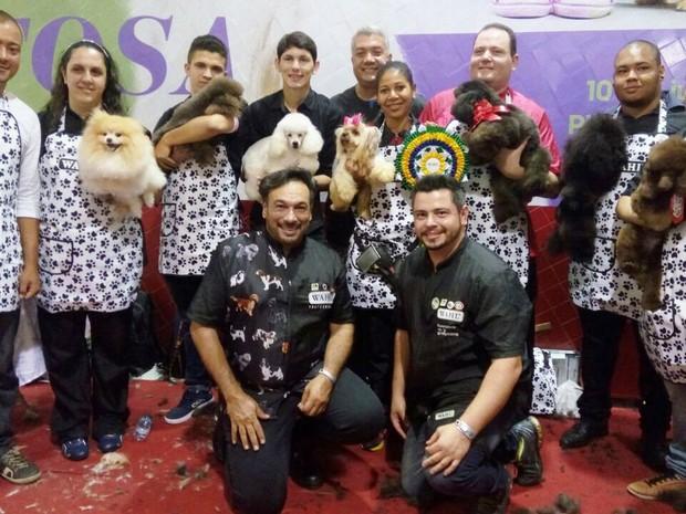 Competidores usaram máquina e tesoura para fazer corte em animais (Foto: Divulgação/ Shopping Paralela)