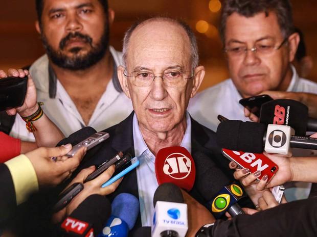 presidente do Partido do Trabalhadores (PT), Rui Falcão, fala com jornalistas após encontro com o ex- presidente Luiz Inácio Lula da Silva  (Foto: Vanessa Carvalho/Brazil Photo Press/Estadão Conteúdo)