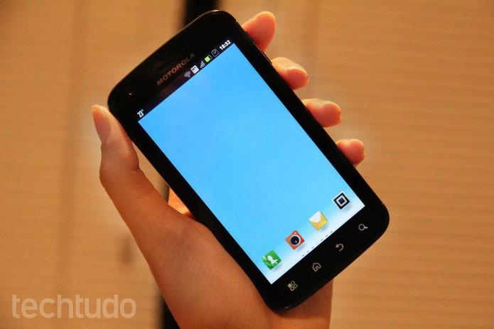 Smartphone com Android antigo e modelos de smarts também podem acessar o menu do WhatsApp (Foto: Barbara Mannara/TechTudo)
