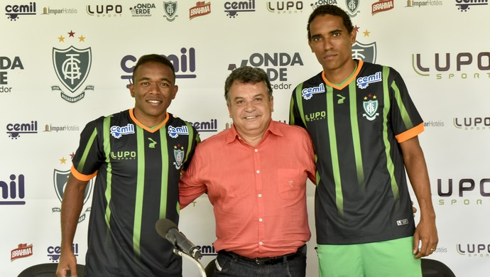 Lateral Pará e zagueiro Rafael Lima são apresentados pelo América-MG (Foto: AFC/Divulgação)
