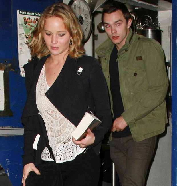 Jennifer Lawrence e Nicholas Hoult (Foto: Grosby Group)