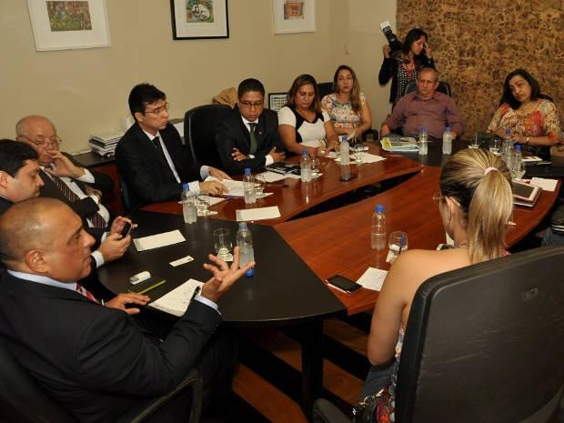 Encontro reuniu representantes de entidades de saúde e OAB-Pará. (Foto: José Pantoja/Sespa)