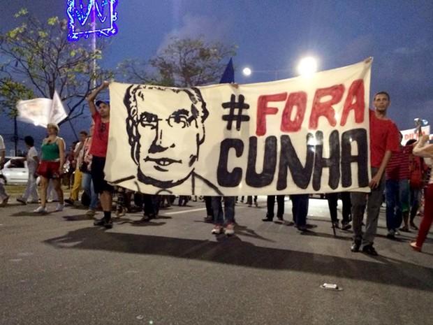 Faixa em Natal pede a saída do presidente da Câmara, Eduardo Cunha (Foto: Renato Vasconcelos/G1)