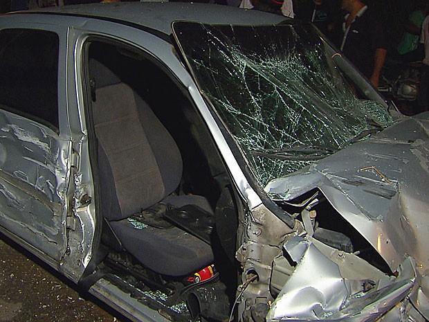 Acidente com 4 veículos em Jaboatão - Celta (Foto: Reprodução / TV Globo)