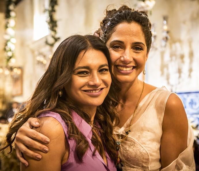 Dira Paes e Camila Pitanga se emocionam durante a última gravação (Foto: Felipe Monteiro/Gshow)