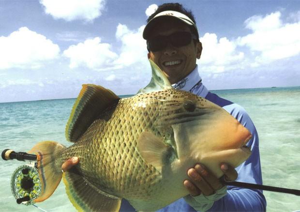Após ser pesado e fotografado, peixe foi devolvido ao mar (Foto: Reprodução/Facebook/IGFA)