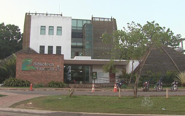 Arquitetura da biblioteca é inspiradas nas malocas, as casas indígenas (Foto: Acre TV)