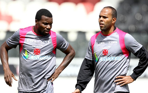 Carlos Tenório e Alecsandro no treino do Vasco (Foto: Marcelo Sadio / Site Oficial do Vasco da Gama)