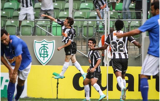 Bernard comemora o primeiro gol do clássico (Foto: Bruno Cantini / Site Oficial do Atlético-MG)