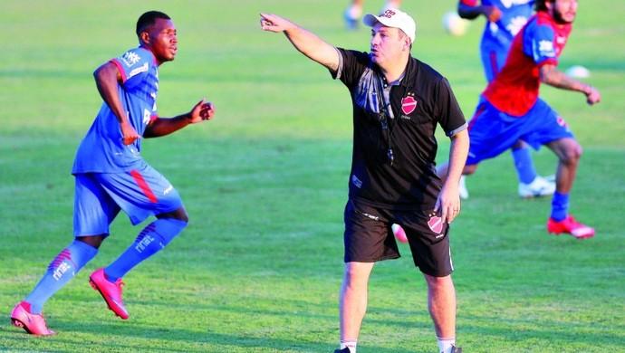 Guilherme Alves - técnico do Vila Nova (Foto: Zuhair Mohamad / O Popular)