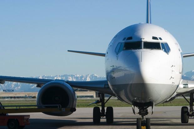 Homem é preso após ejacular em passageira durante viagem de avião