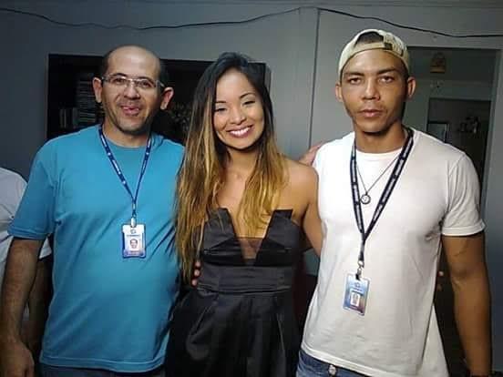 Equipe da TV Grande Rio gravou matéria com Carol Nakamura (Foto: Gabriela Canário)