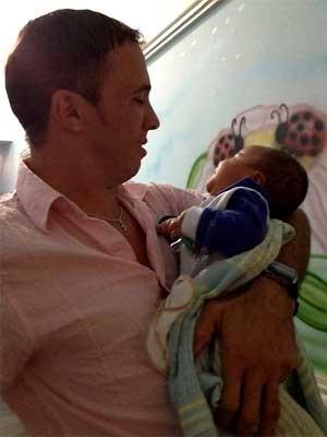 Marcos Melo comemora a decisão com o filho Nicholas (Foto: Anaísa Catucci/ G1 Campinas)