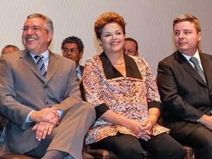 Presidente Dilma Rousseff participou de evento em Minas Gerais ao lado do ministro da Saúde, Alexandre Padilha, e do governador Antônio Anastasia  (Foto: Roberto Stuckert Filho/PR)