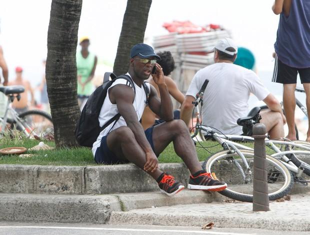 seedorf Botafogo bicicleta pedalando (Foto: Gil Rodrigues/FotoRio News)