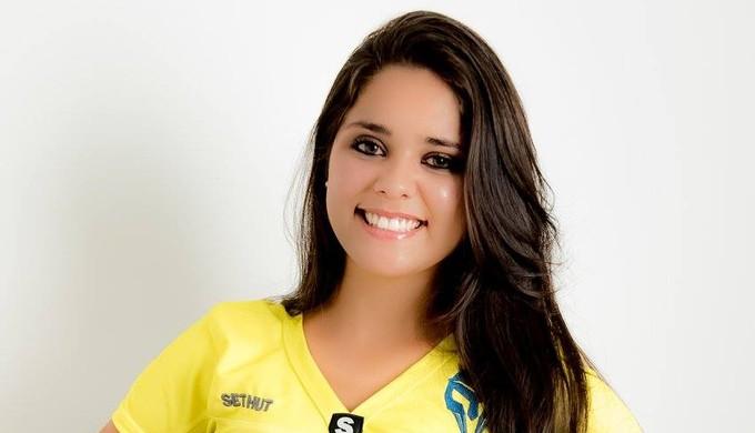 Fabiana de Oliveira Brito tem 21 anos e é auxiliar administrativo (Foto: Chiarini Jr.)