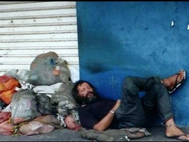 Foto ajuda família encontrar morador de rua após 20 anos (Foto: Reprodução/TV Anhanguera)