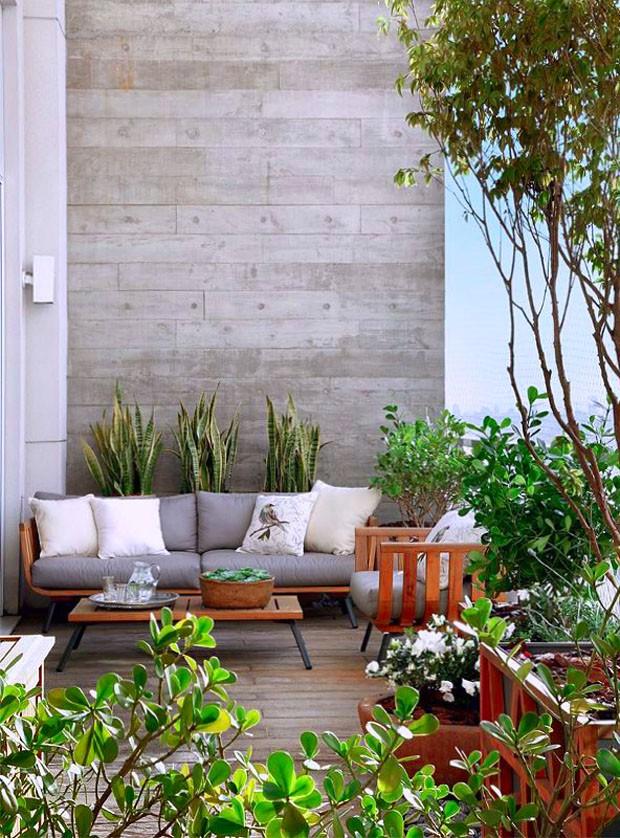 Décor do dia: madeira e concreto na varanda (Foto: Divulgação)