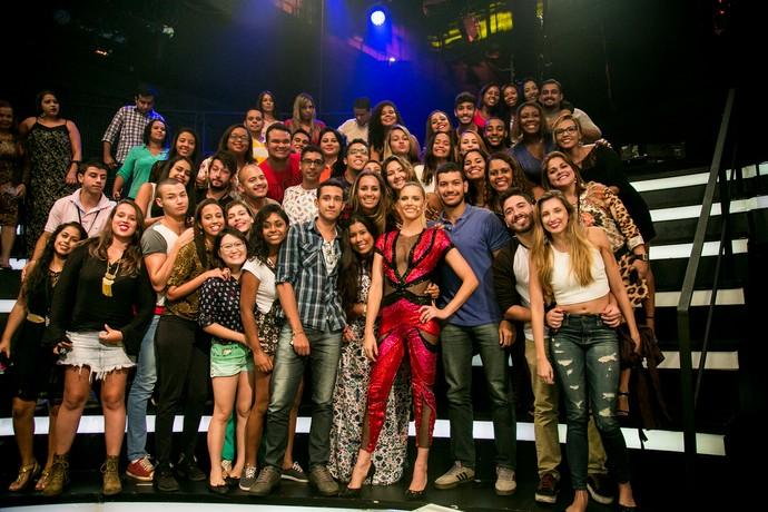 Fernanda Lima posa com a plateia (Foto: Isabella Pinheiro/Gshow)