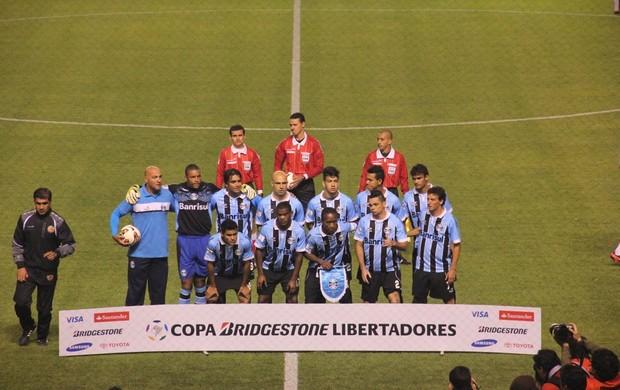 Grêmio posa para foto antes de enfrentar LDU em Quito (Foto: Robson Stefani/RBS TV)