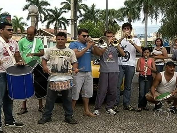 Bloco das marchinhas ensaia para apresentação no carnaval de Caldas Novas, Goiás (Foto: Reprodução TV Anhanguera)