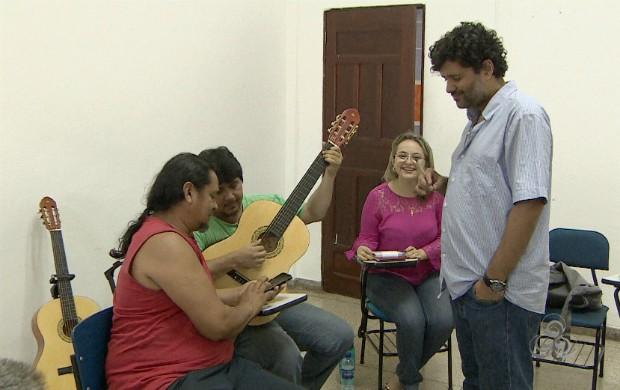 Músicos tem que compor uma canção até o fim do curso (Foto: Amapá TV)