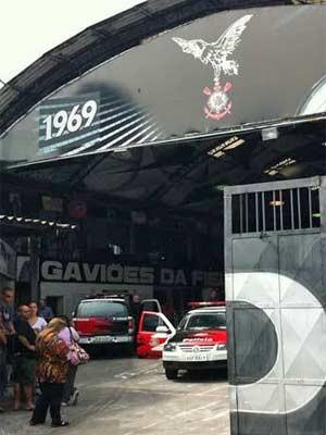 Polícia Civil chegou a cumprir mandados de busca de apreensão de computadores na sede da Gaviões da Fiel, na região do Bom Retiro, em março (Foto: Kléber Tomaz/G1)