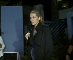 Ana após prestar depoimento (Foto: TV Globo)
