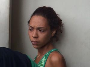 Ingrid de Carvalho Cristiano, de 20 anos, foi presa e levada para a 17ª DP (São Cristovão). (Foto: Daniel Silveira / G1)