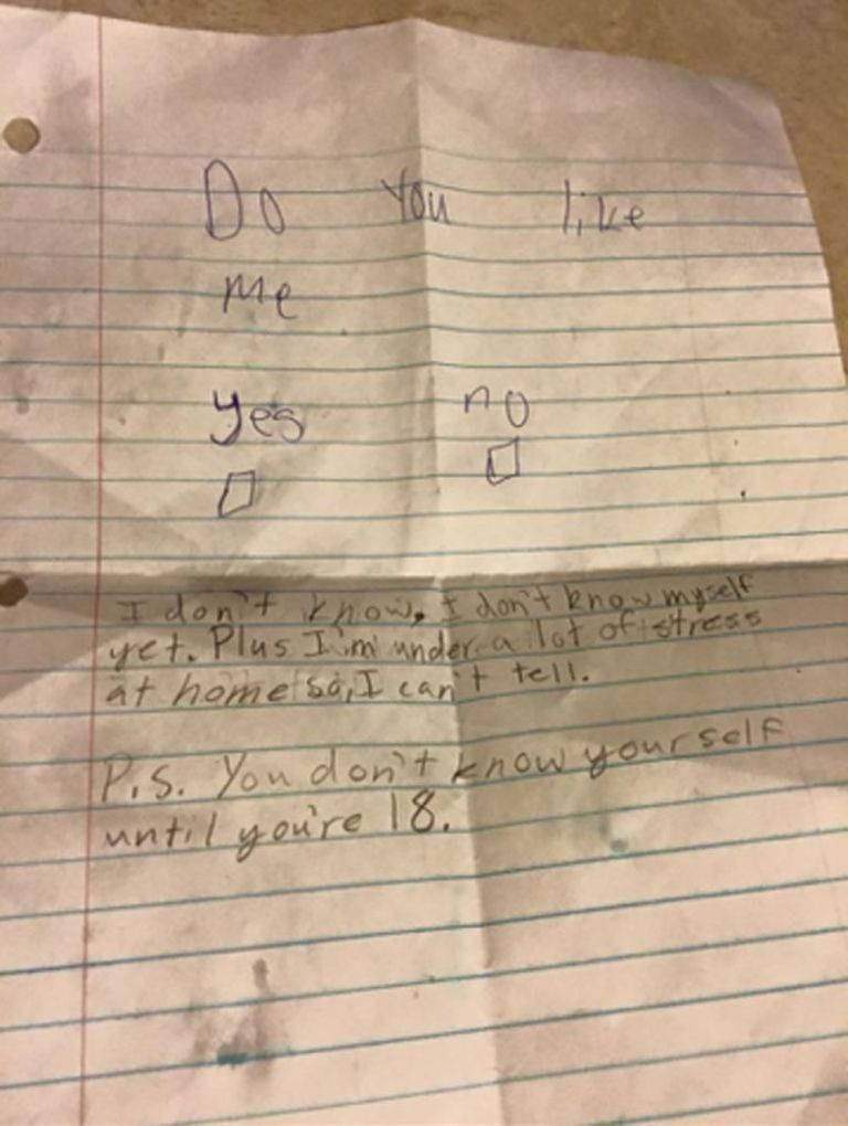 """""""Você gosta de mim?"""" Menina de 11 anos questiona coleguinha e a resposta surpreende"""