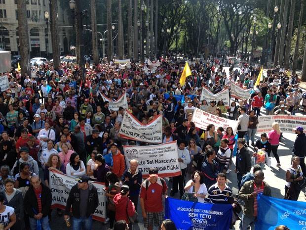 Protesto reuniu manifestantes no Centro de São Paulo que cobraram mudanças políticas no país (Foto: Paula Paiva / G1)