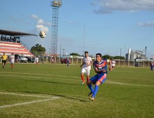 Souza atacante do Vilhena no jogo contra o Náutico-RR pela Série D (Foto: Dennis Weber)