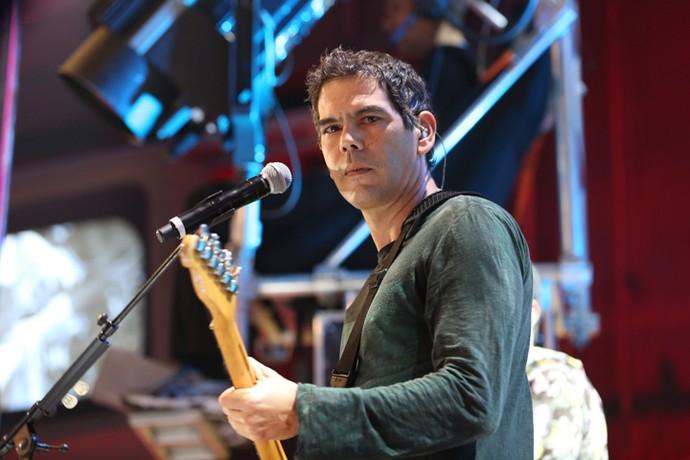 Dado Villa-Lobos se apresenta no programa 'Altas Horas' (Foto: Carol Caminha/Gshow)
