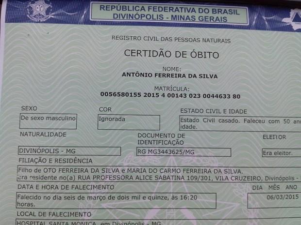Certidão de óbito dá homem vivo como morto (Foto: Thiago Carvalho)