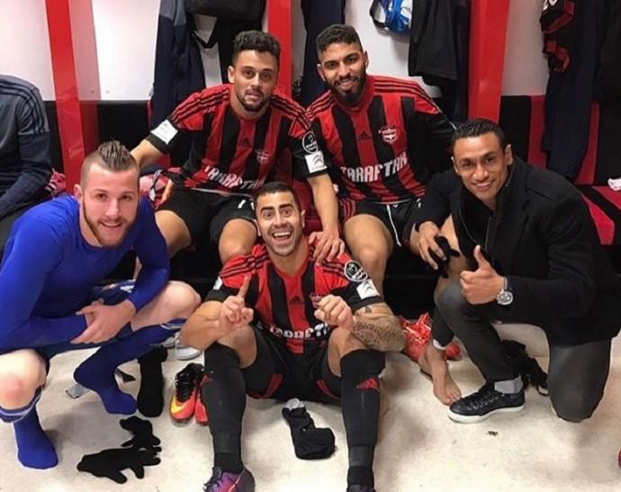 Paulo Victor em foto no vestiário após vitória por 1 a 0 sobre o Adanaspor (Foto: Reprodução/Instagram)