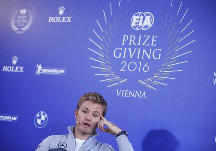 Nico Rosberg anuncia aposentadoria da F1 em prêmiação da FIA (Foto: Reuters)