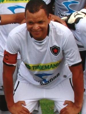 Warley, atacante do Botafogo-PB (Foto: Montagem / Globoesporte.com/pb)