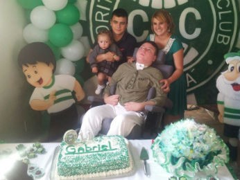 """""""Comemoramos todos os aniversários dele com muita alegria"""", afirma a mãe (Foto: Arquivo pessoal)"""