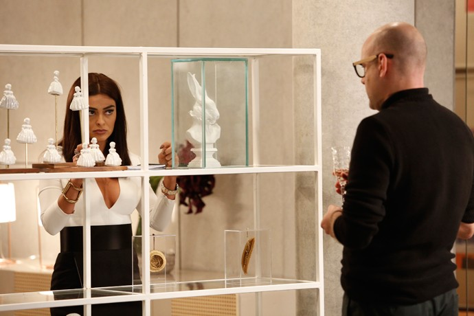 Pietro tenta consolar Carolina (Foto: Raphael Dias / Gshow)
