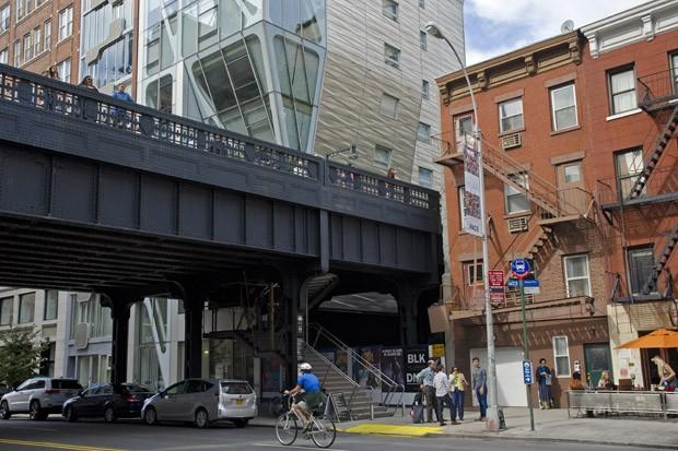 O elevado ferroviário transformado em jardim revitalizou o bairro oeste de Nova York (Foto:  © Haroldo Castro/Época)