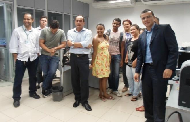 Os alunos conheceram a Tv Acre e bateram um papo com os jornalista sobre o dia-adia da profissão (Foto: Tácita Muniz)