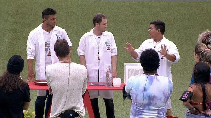 André Marques e Tiago Leifert visiam os brothers no BBB16 (Foto: TV Globo)
