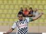 Fernando Alonso faz golaço de falta em partida beneficente em Mônaco