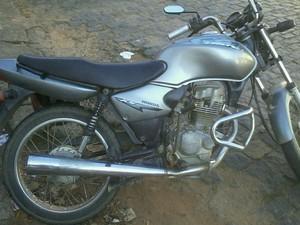 Moto furtada e recuperada pela PMR (Foto: PMR Juiz de Fora/Divulgação)