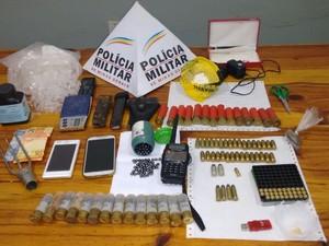Vários materiais foram encontrados com a quadrilha (Foto: Polícia Militar/Divulgação)