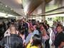 Atores de novela da Disney levam fãs à loucura no aeroporto em São Paulo