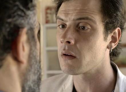 Gael descobre amizade entre Estela e Juvenal: 'Que tá querendo com minha irmã?'