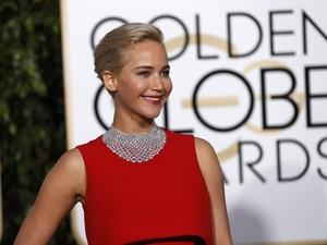 Jennifer Lawrence chega ao tapete vermelho do Globo de Ouro 2016 (Foto:  REUTERS/Mario Anzuoni)
